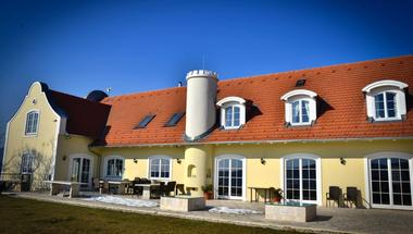 A legmenőbb balatoni pincészet nyomában: Liszkay Borkúria