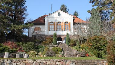 Menő házak a Balatonnál: ahol Mindszenty bíboros is nyaralt