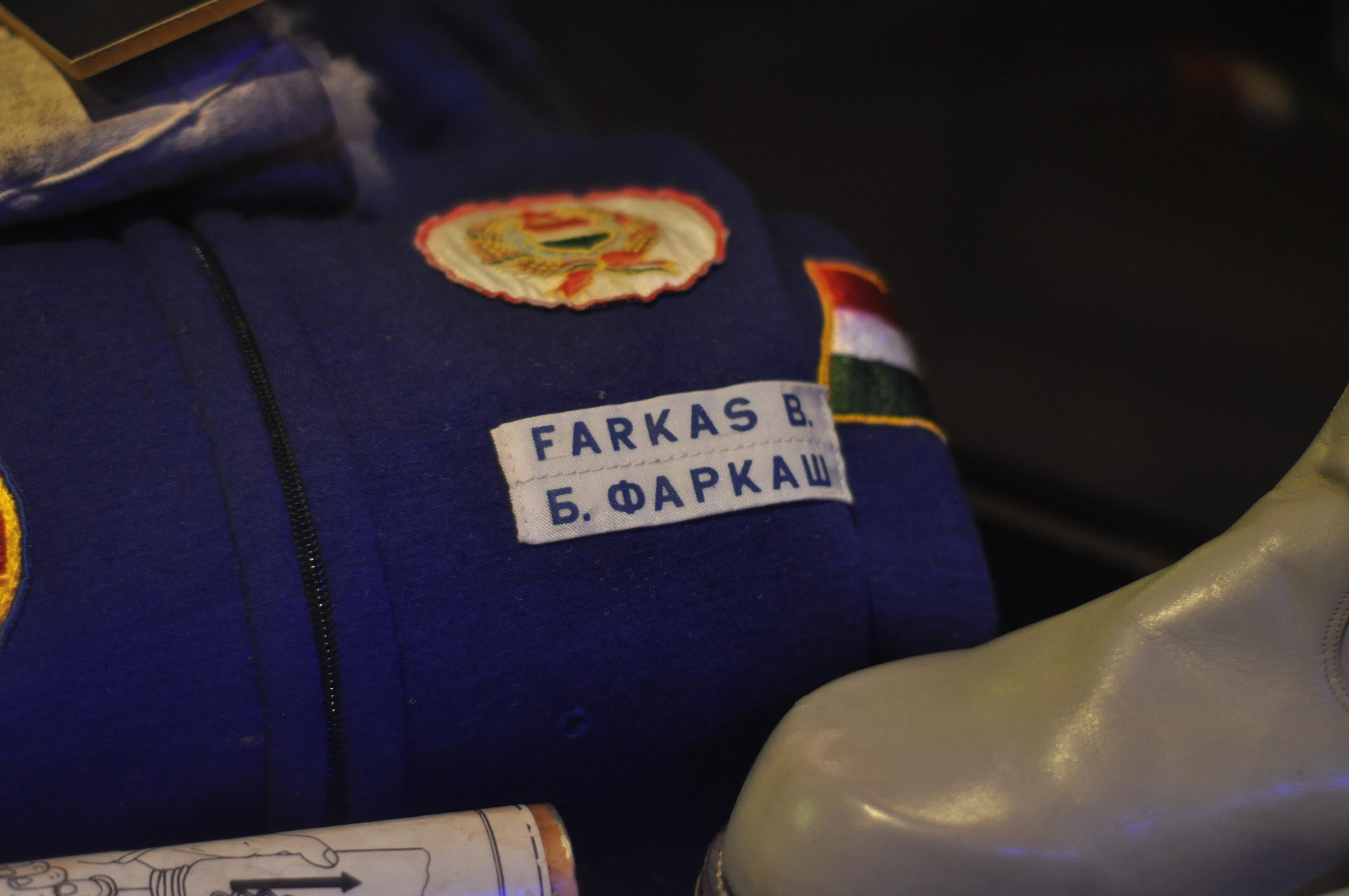 Űrkiállítás: Farkas Bertalan egyenruhája