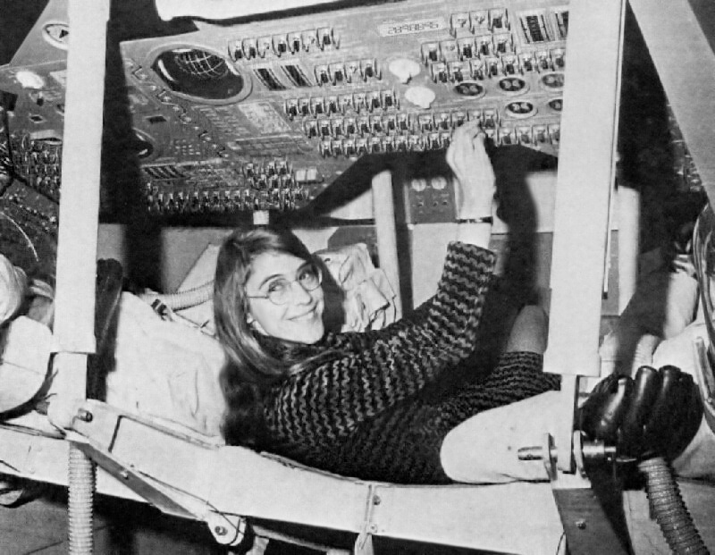 Margaret Hamilton űrhajót programoz