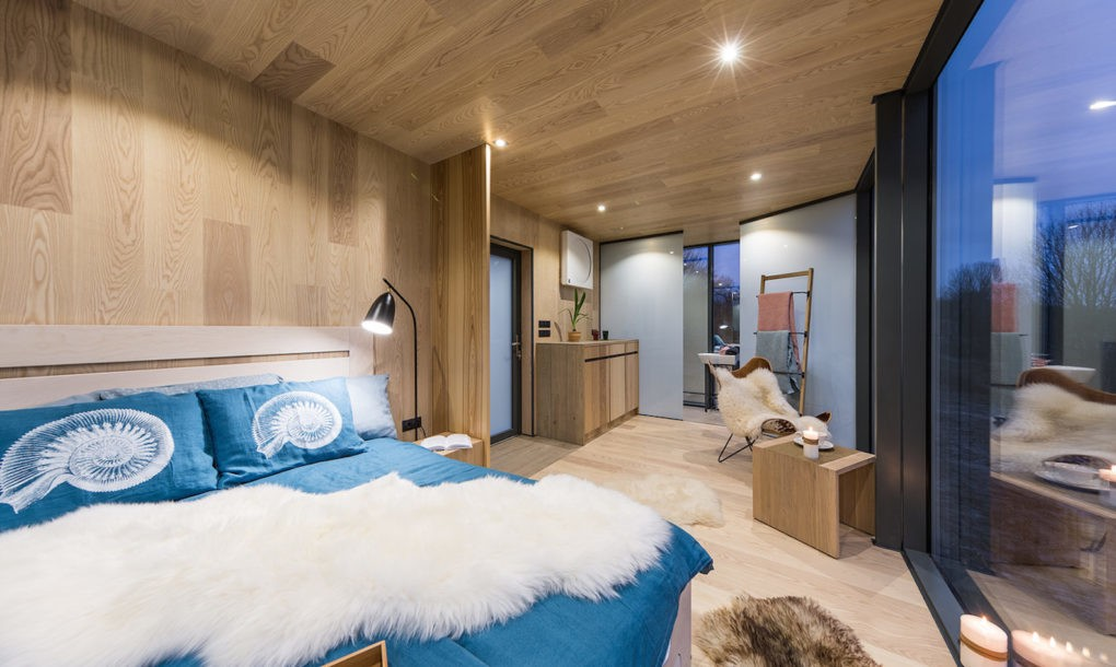 hotel_bedroom.jpg