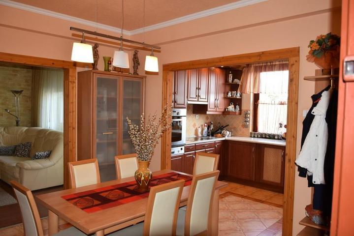 Budai villa, kiskunsági nádtetős ház és vidám lágymányosi lakás a ...