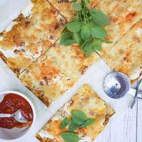 Nagyon sajtos, könnyed cukkinis pizza