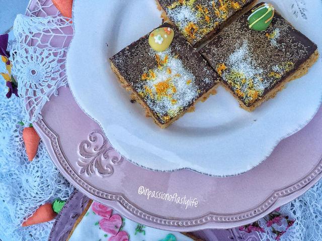 Omlós csokis-kókuszos sárgarépakocka