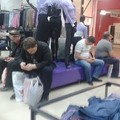 Férfiak, akik besokalltak a vásárlástól