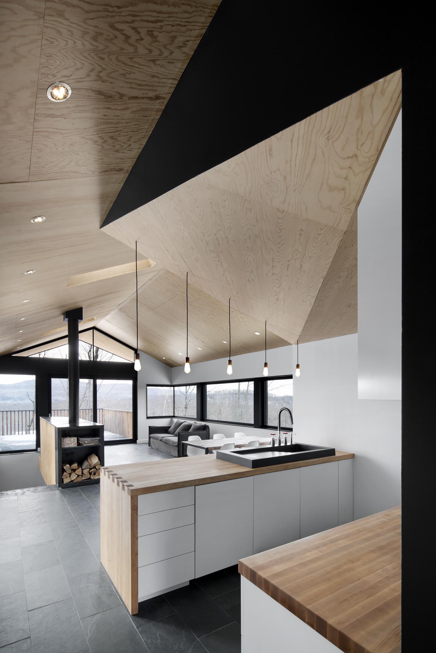 interiorline_bolton_residence1.jpg