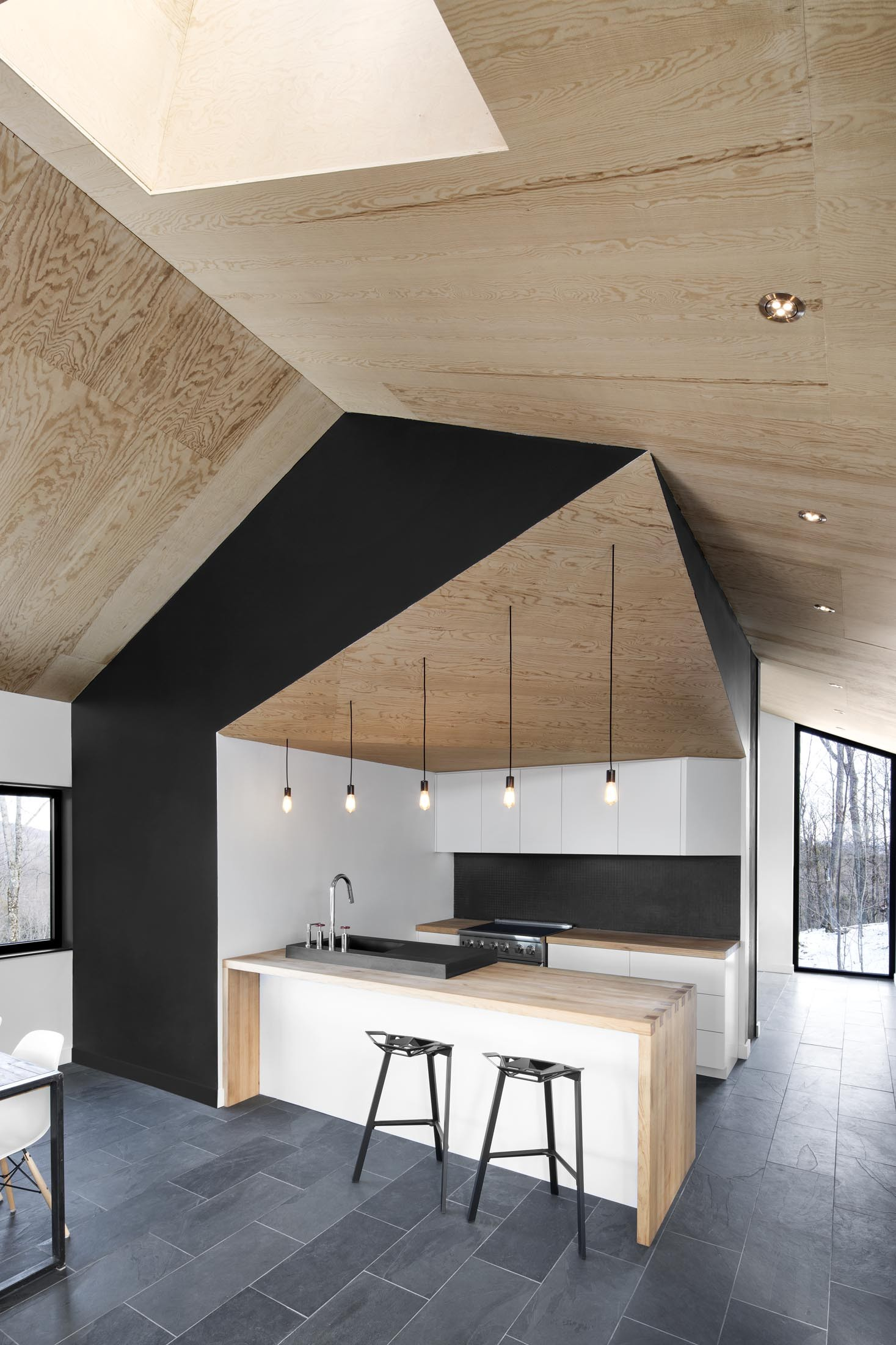 interiorline_bolton_residence3.jpg