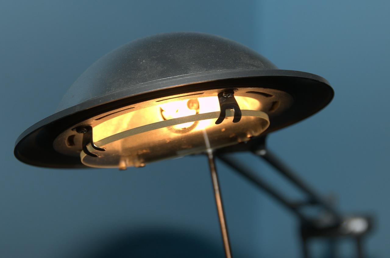 desk-lamp-494329_1280.jpg