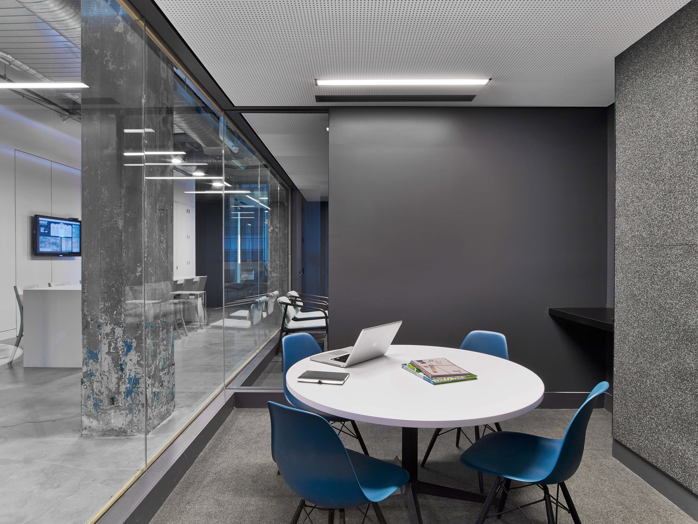 mullen-lowe-offices-tpg-architecture-interiors-north-carolina-usa_dezeen_2364_col_29.jpg