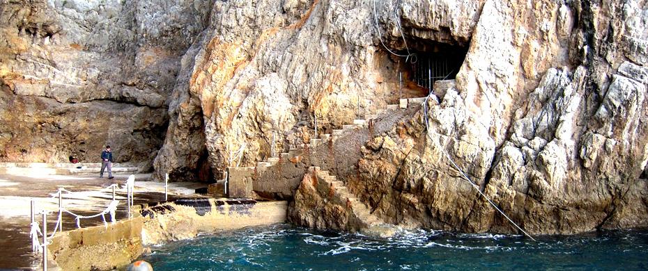 ingresso-grotta-smeraldo.jpg