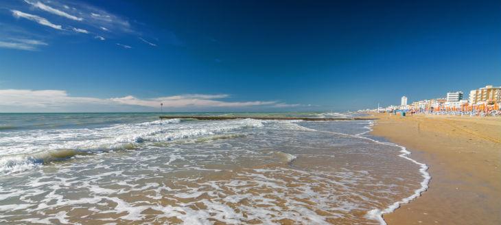 italy-lidodijesolo-beach-730x328_1.jpg