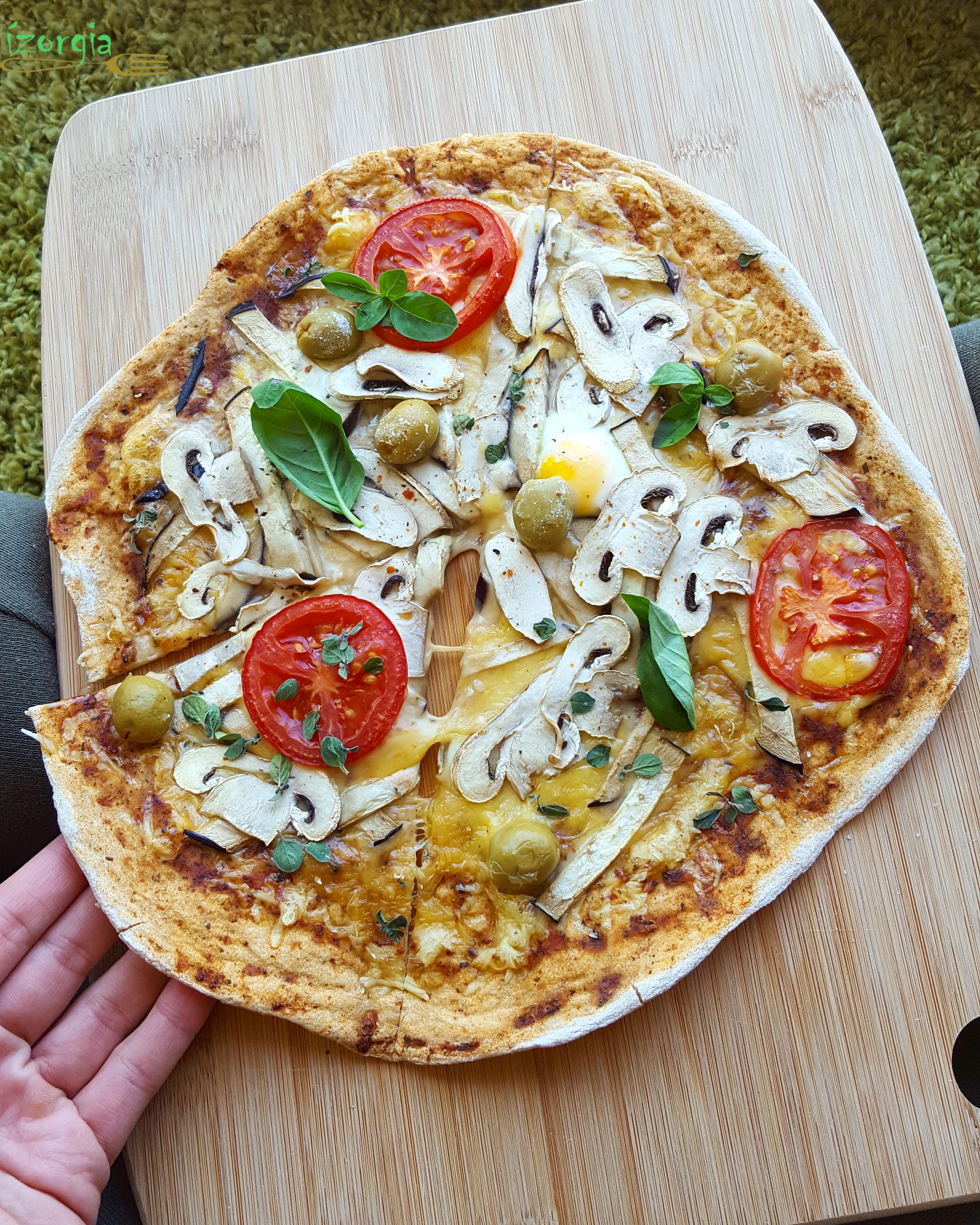 Padlizsános-gombás pizza fehér liszt és élesztő nélkül..