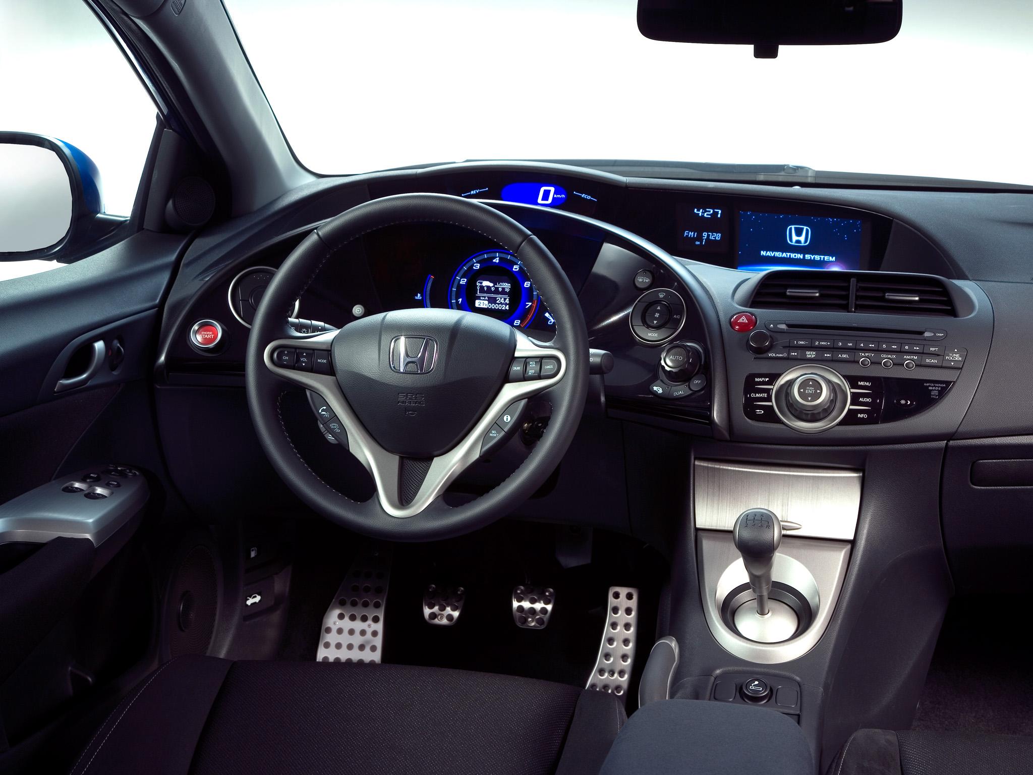 A kilencedik jajj de cs nya for Honda civic 2006 hatchback