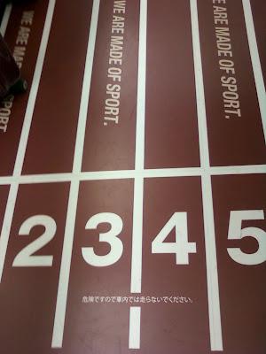 20120814 yamanote olimpiai vonatbelso  ne fuss JAPANRUNNINGNEWS.blogspot.jpg