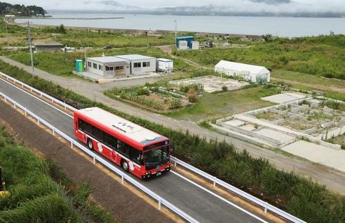 20120820 kesennuma line BRT bus MAINICHI.JP.jpg