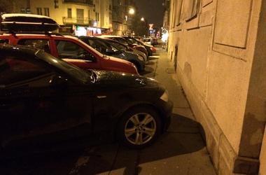 Galéria: mindent felzabálnak a parkoló autók Budapesten
