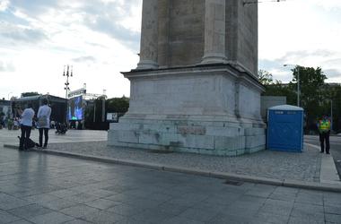 Két fotó Budapest akadálymentességéről