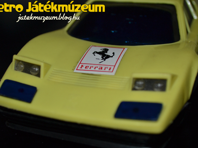 Ferrari műanyag kisautó