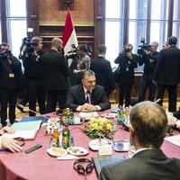 Orbán paksi homokozója
