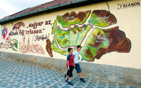 trianon_graffiti.jpg