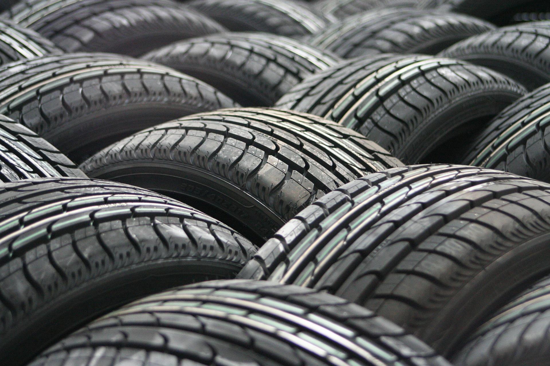 car-tyres-63928_1920.jpg