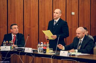 Tájékoztatás képviselői munkáról (2015)