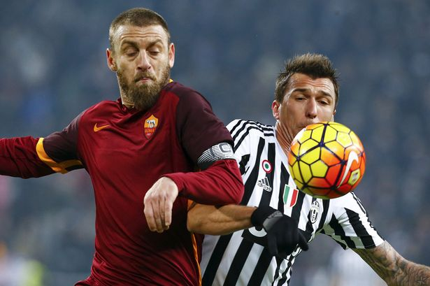 romas-daniele-de-rossi-fights-for-the-ball-with-mario-mandzukic-during-the-match-between-juventus-and-roma-on-january.jpg