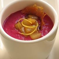 Balzsamos céklajoghurt karamellizált körtével