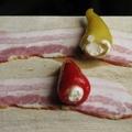 Baconben sült töltött paprikák