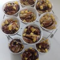 Fahéjas-csokis tekercs, gyümölccsel
