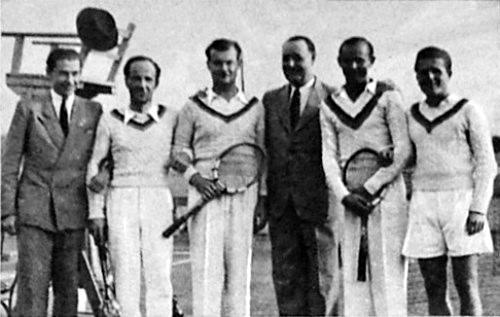 A teniszcsapat bajnokai<br /><br />(forrás: http://www.huszadikszazad.hu/cikk/a-bbte-nyerte-a-tenisz-csapatbajnoksagot)