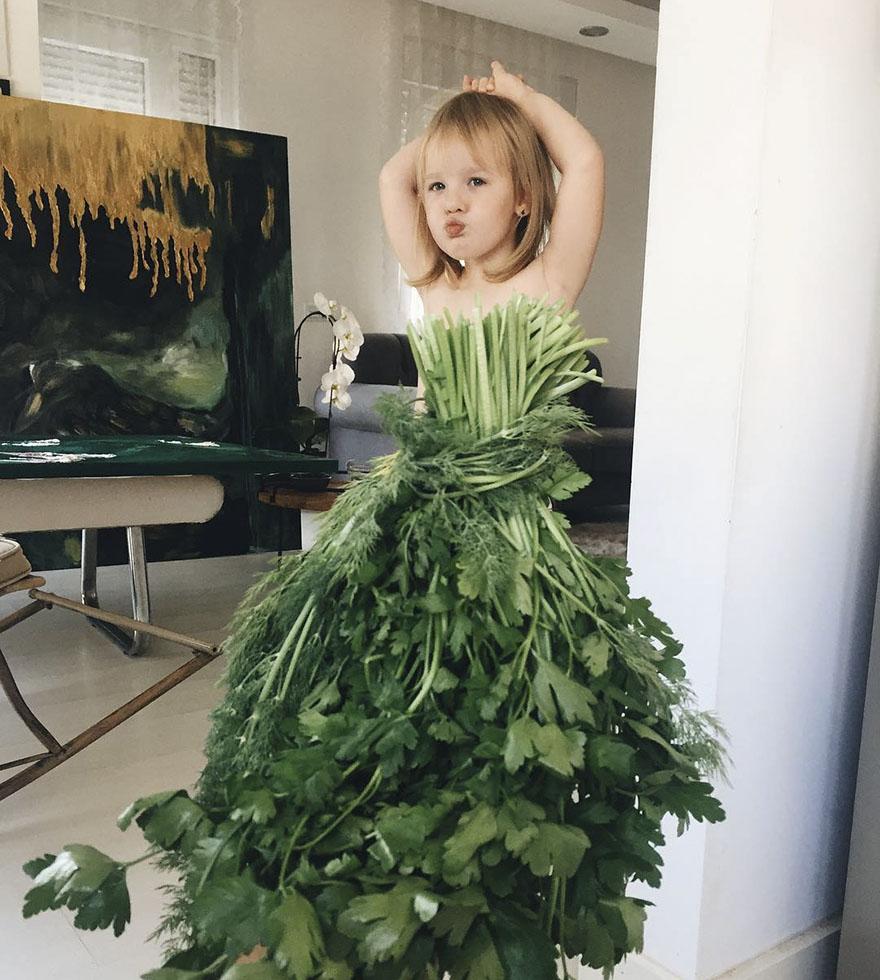 food-optical-illusion-dresses-alya-chaglar-17-595f312fef5c4_880.jpg