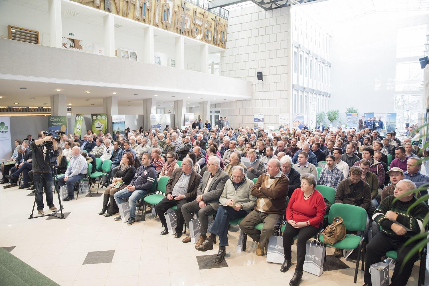 magro_konferencia.jpg