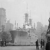 82. USS Recruit - Csatahajó Manhattan szívében