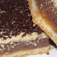 Csokipudingos-baracklekváros sütemény