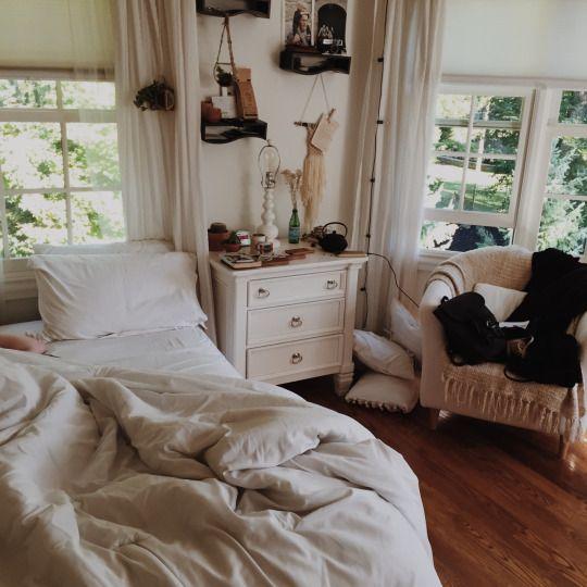 white_bohemian_bedroom_calming_relaxing.jpg