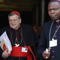 Ferenc pápa visszahelyezte Raymond Burke bíborost az Apostoli Szignatúrába