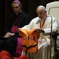 """Migránsok Európába """"taxiztatásával"""" vádolják Ferenc pápa barátjának segélyszervezetét"""