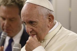 Ferenc pápa a repülős esküvőről és a helyreigazított nyilatkozatáról