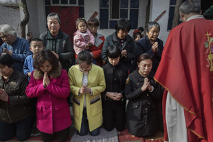 Az állampárt kegyeltjeire cseréli két püspökét az Egyház Kínában