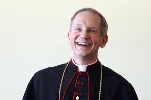 Interjú az aktív homoszexuálisok és LMBT-mozgalmárok áldoztatását megtiltó amerikai püspökkel