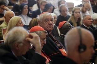Új motu proprio és hűvös ünneplés Rómában, Ferenc pápa nélkül