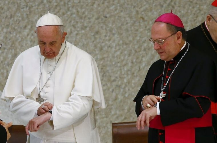 pope-francis-looks-at-watch.jpg