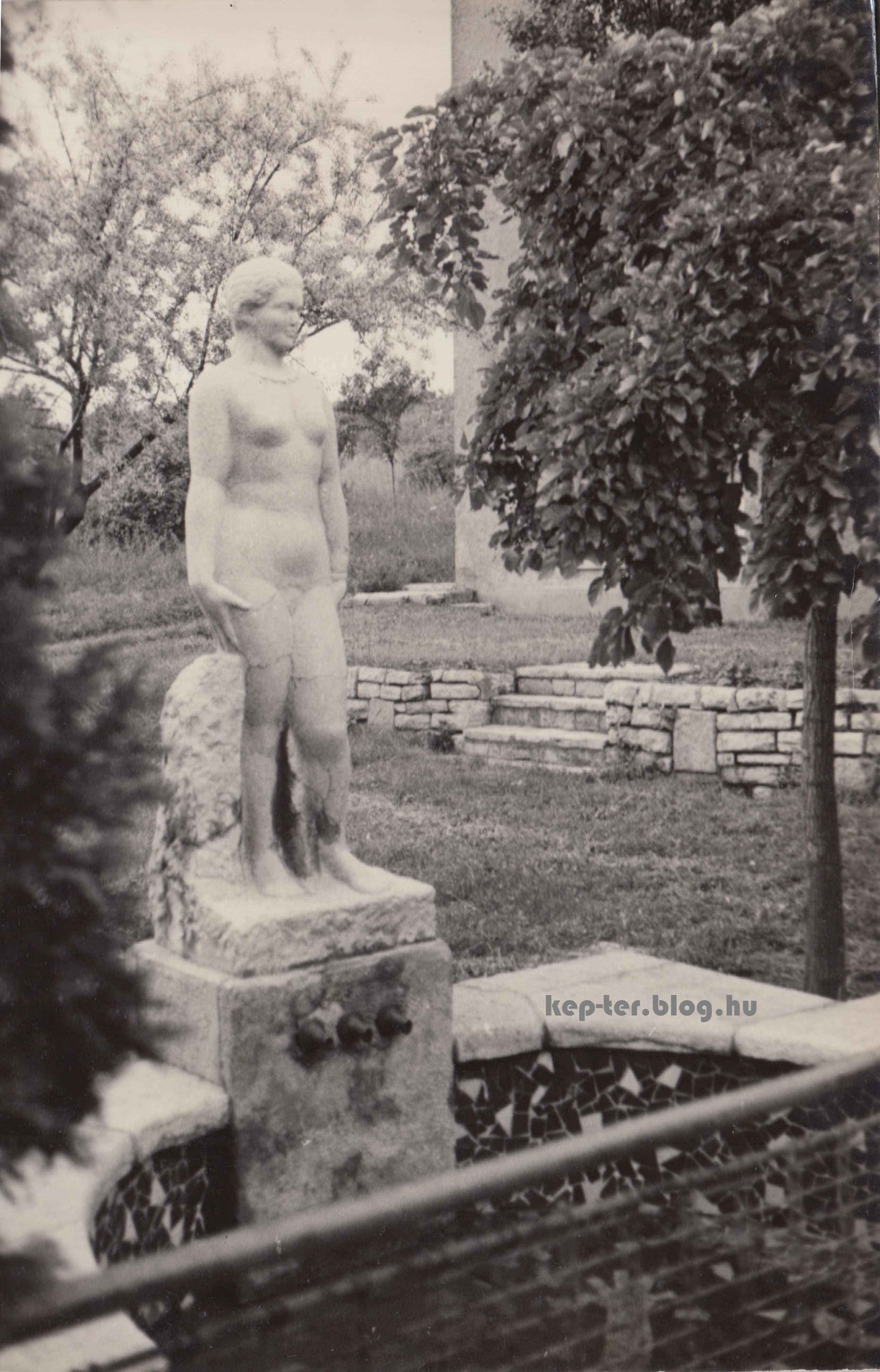 Medgyessy Ferenc női aktjának másolata a mai napig megvan.