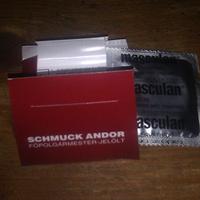 Schmuck Andor-os koton a célcsoportnak