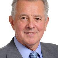 Schmitt Kazinczy babérjaira tör