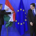 Orbán elsimította a zászlós protokolbakit