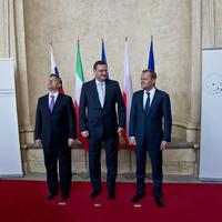 Durva magyarellenes összeesküvés Orbán háta mögött
