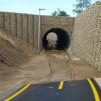 Bokáig érő sár az egyhetes biciklis alagútban