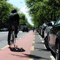Fektetik a vörös szőnyeget a biciklistáknak